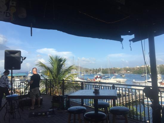 Island Time Pub: Excellent view happy hours live music and pizza