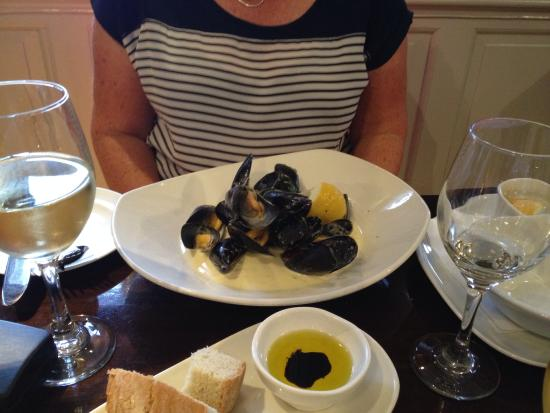 Redesdale Arms Hotel: Mussels for starter. Yum