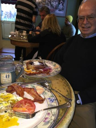 Victorian Ladies Inn: Had to get a shot of this scrumptious breakfast :)