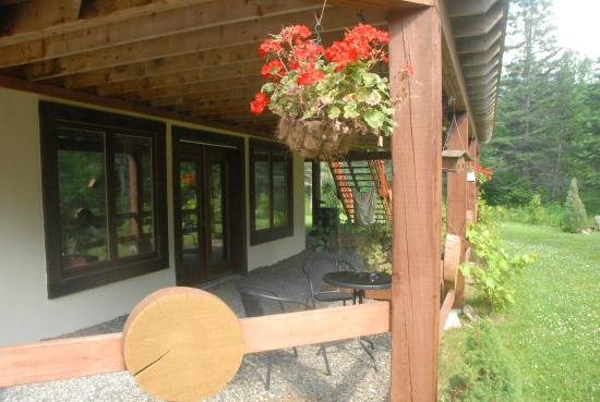 Le Domaine du Lac Saint Charles: jardin
