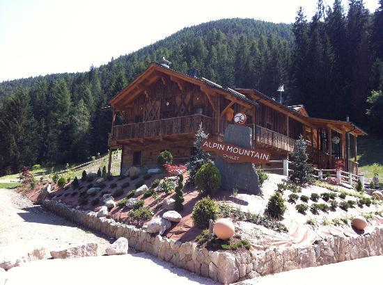 Aussenansicht - Picture of Alpine Mountain Chalet, Marebbe