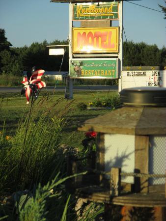 Knollwood Inn: Knollwood Motel, Newberry, MI