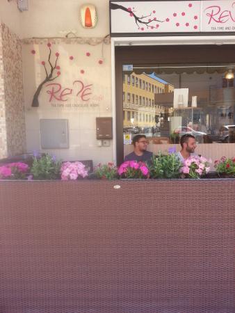 Reve Cafe