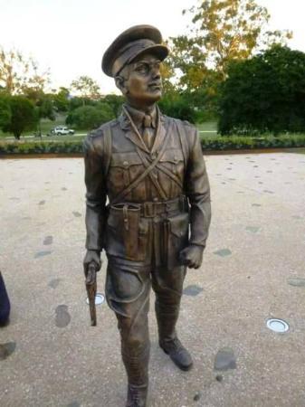 Duncan Chapman Statue
