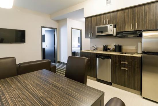Best Western Plus Drayton Valley All Suites Family Suite Kitchen