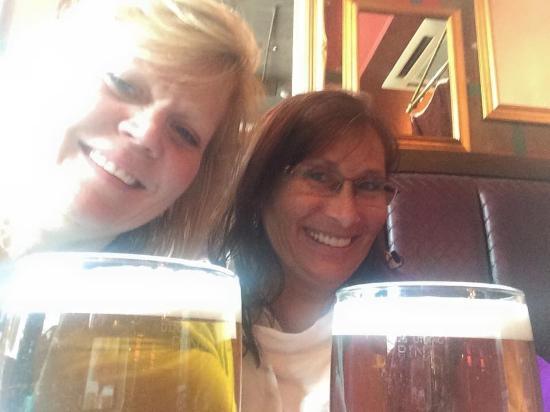 The Glen Hotel Restaurant: Sharing an ale
