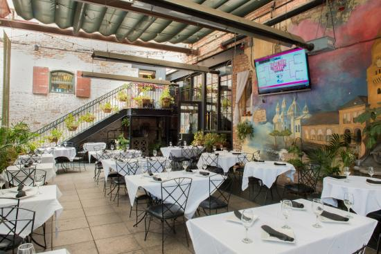 Billy Berk's: Our Gorgeous Patio