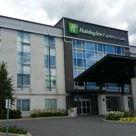 Holiday Inn Express & Suites Saint-Hyacinthe: The front entrance