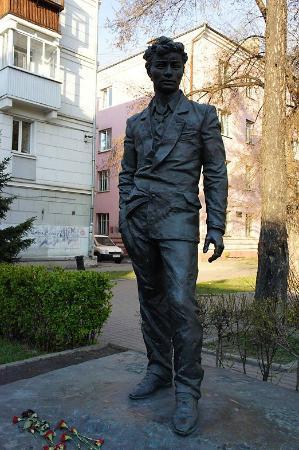 Statue of Vampilov