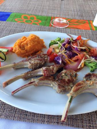 Mediterraneo Restaurant: Lamb rib chops, perfectly MR, colorful veggies, great wine!  I'm coming back!  Note- reserve lam