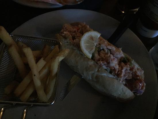 Thistledown Restaurant, Pub & Patio: Great Lobster roll!