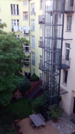 Schoenhouse Apartments: ascensor
