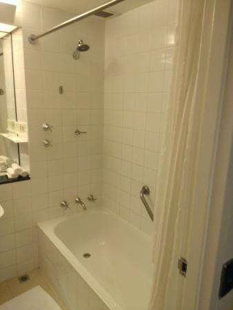 Crowne Plaza Hotel Canberra: Shower in the Bath, anti-slip mat provided.