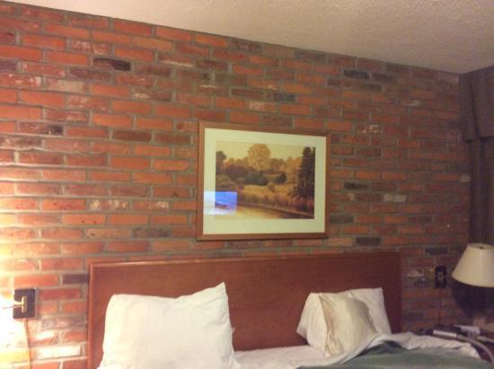 Travelodge Thunder Bay ON: bedroom