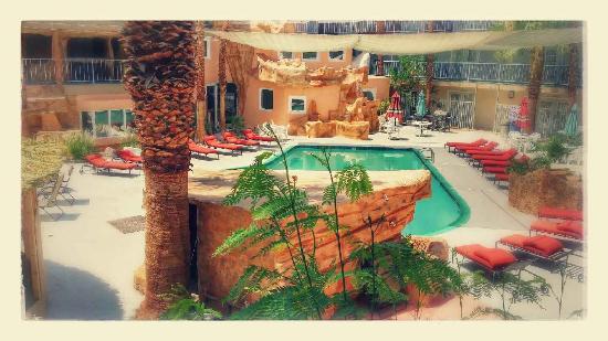 Hyundae Resort And Spa: Hotel Courtyard