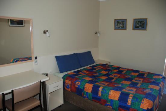 Acacia Motel: Standard Queen Room