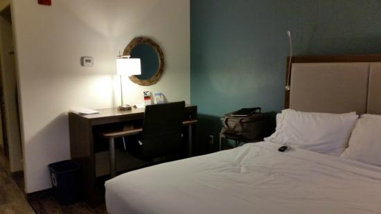 Holiday Inn Express & Suites: The work area with a desk next to a double bed.