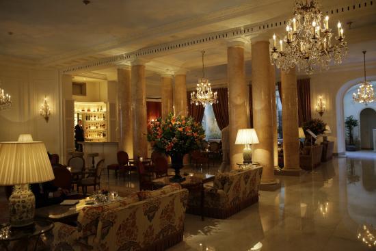 Hotel Bristol - Restaurant Epicure : Piano-bar entre le lobby et ...