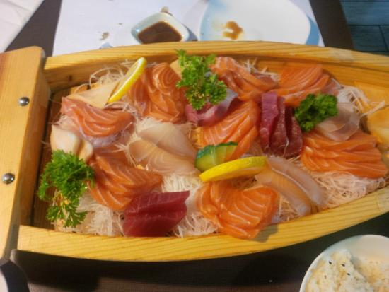 Kenko Sushi: This is what my Sashimi deluxe looks like