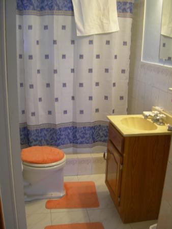 Sound View Cottage : #2 - bathroom