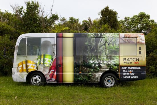 Isla Waiheke, Nueva Zelanda: Batch courtesy coach connects Matiatia and Batch