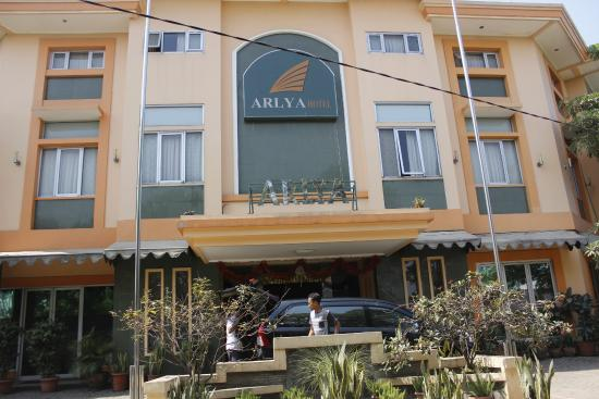 Arlya Hotel: Depan Hotel