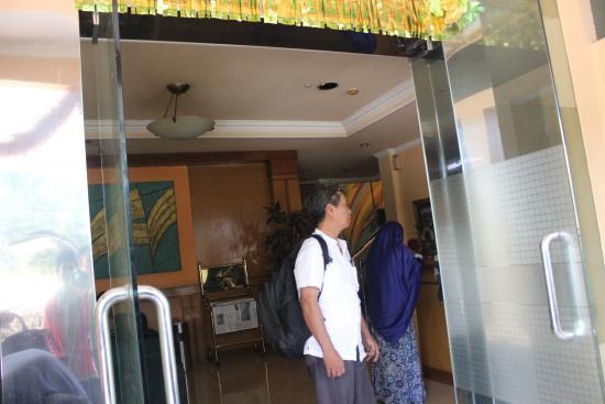 Arlya Hotel: Depan resepsionis