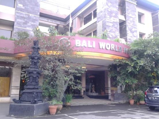 Depan Hotel Picture Of Bali World Hotel Bandung Tripadvisor