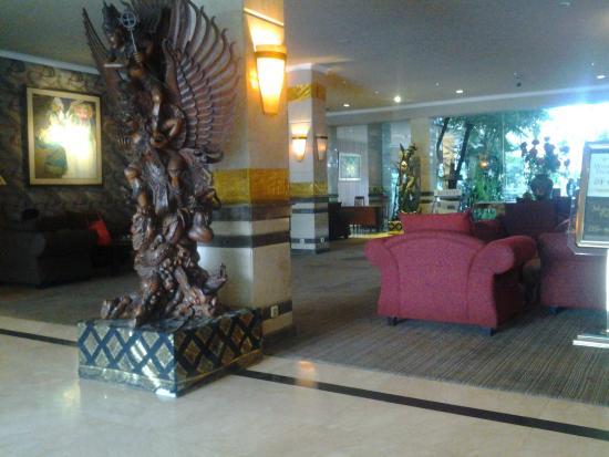 Lobby Hotel Picture Of Bali World Hotel Bandung Tripadvisor
