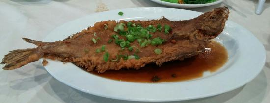 Lyl garden seafood restaurant monterey park restaurant for Deep fried whole fish