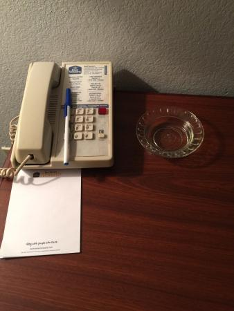 BEST WESTERN Galleria Inn & Suites: Ashtray in a non smoking room???