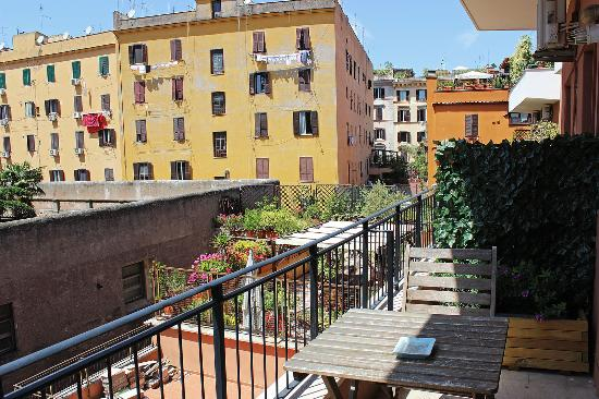 B&B Zen Trastevere: View from our balcony
