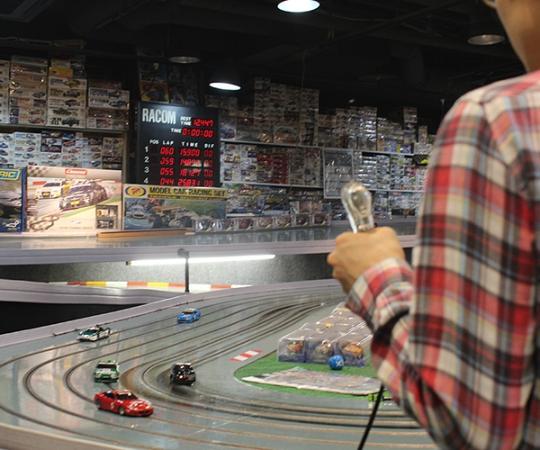 新横浜ラーメン博物館, スロットカーレーシング アイリス(IRIS Slot-Car Race Track)