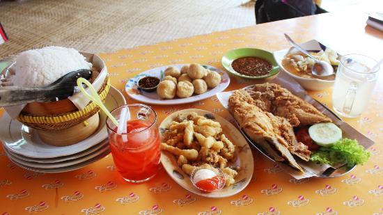 Rumah Makan Lesehan di Malang