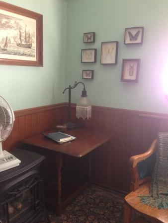 Wedgwood Retreat: The Commander's Room
