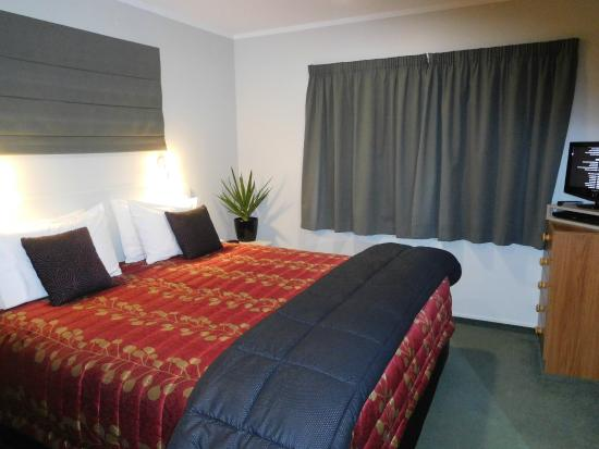 Brydan Accommodation: Access Suite ( 8)- Bedroom