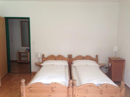 sport-lodge klosters: Familienzimmer Gartenblick