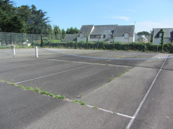 Terrain de tennis du camping 4 etoiles et de grand for Terrain de tennis prix