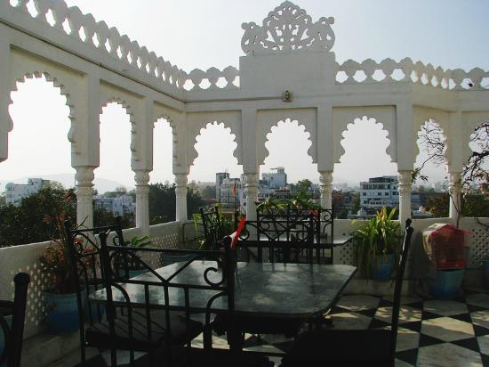 Hotel Minerwa: Открытая часть ресторана