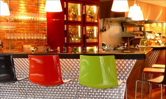bar et chaises hautes picture of antoine de montmartre paris tripadvisor. Black Bedroom Furniture Sets. Home Design Ideas
