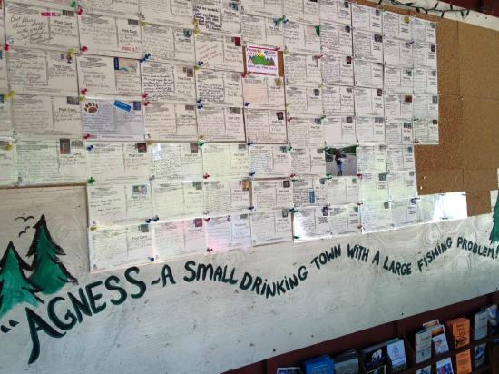Agness, Орегон: Postcards on display