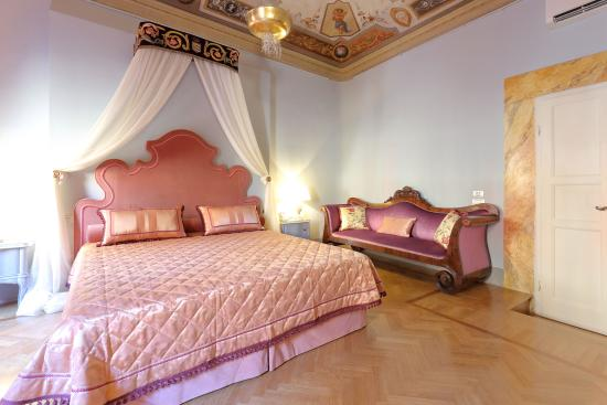 Photo of Bed and Breakfast Piazza Pitti Palace at Piazza Dei Pitti 13, Florence 50125, Italy
