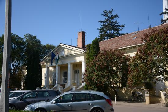Kunhegyes, Hungary: városháza, hátsó front
