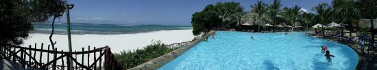 Kole Kole - Baobab Resort Diani: The infinity pool