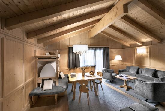 Hotel Gardena Grodnerhof: Gardena Deluxe Suite living room