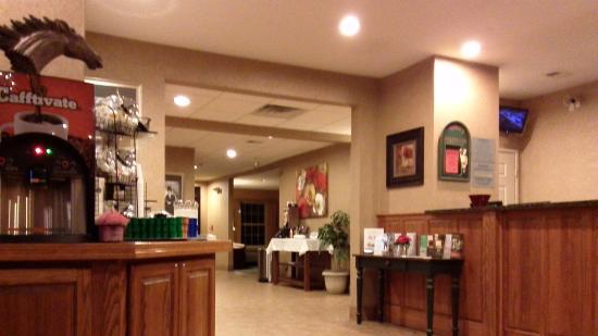 Ramada Shelbyville/Louisville East : Clean lobby