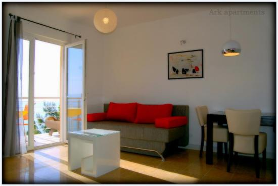 Ark Apartments: sea view living room