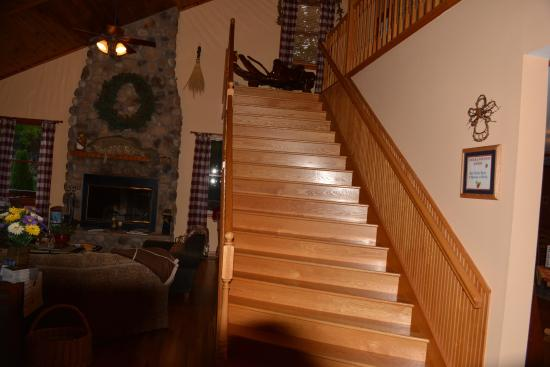 Berry Springs Lodge: Stairway to 6 rooms