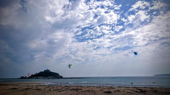 Marazion, UK: Mounts bay, perfect for all levels of rider