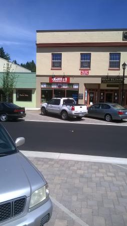 Estacada, OR: The Mason Jat store front